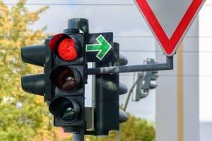 Штрафы в Германии высоки: Проезд на красный сигнал светофора может стоить вам прав.