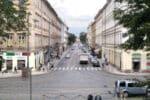 Wie Autofahrer ein Straßen einzufahren und vom Straßenrand anzufahren haben, wird im § 10 der StVO festgehalten.
