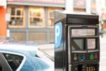 Die Regeln die an Parkplätzen mit Parkuhren und Parkscheinautomaten gelten, stehen in § 13 der StVO niedergeschrieben.