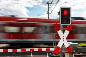Auf eine 2-Phasen-Ampel können Rechtsabbieger an einer großen Kreuzung treffen, aber auch an Bahnübergängen kann sie zum Einsatz kommen.
