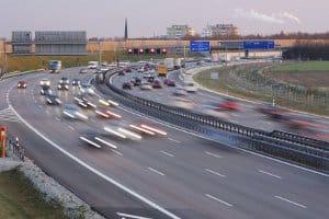 Fahren Sie 20 km/h zu schnell auf der Autobahn, kann das ein Verwarnungsgeld nach sich ziehen.