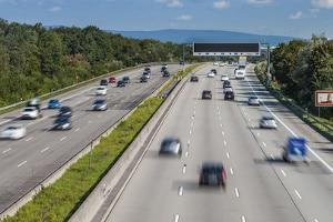 Fahren Sie 24 km/h zu schnell auf der Autobahn, drohen ein Bußgeld und ein Punkt in Flensburg.