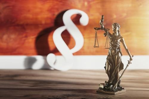 § 55 StPO regelt das Auskunftsverweigerungsrecht in Deutschland.