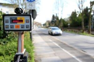 Ab wie viel km/h zu schnell ist der Führerschein weg?