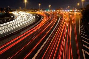 Das Abblendlicht gehört zu den vorgeschriebenen Beleuchtungsmitteln an Fahrzeugen.