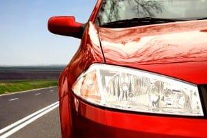 Das Abblendlicht sorgt bei Tage und in der Nacht für mehr Sicherheit im Straßenverkehr.
