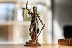Zu viel Stickoxid im Abgas: Nach dem Skandal sind bereits Urteile zugunsten der Verbraucher gefällt worden.
