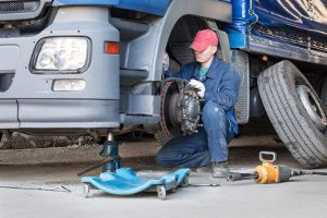 Abgefahrene Reifen sind beim LKW besonders riskant.