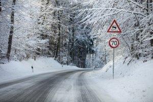 Abgefahrene Reifen stellen nicht nur im Winter eine große Gefahr dar.