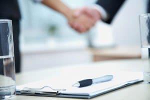 AGB für den Onlineshop regeln die Rahmenbedingungen eines Rechtsgeschäfts, also z. B. eines Kaufvertrags.