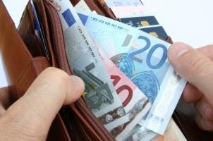 Die Aktenversendungspauschale beträgt 12 Euro.