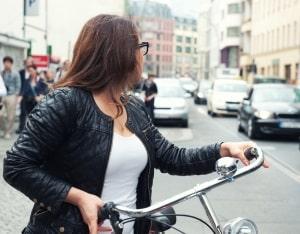 Ein aktiver Spurwechselassistent ist hilfreich, wenn Sie bspw. auf Straßen mit vielen Radfahrern unterwegs sind.