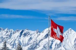 Alkohol in der Schweiz: Das Auto sollten Sie damit lieber stehen lassen.
