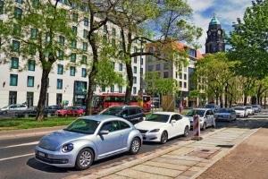 Alternative zur City-Maut: Wird das Parken teurer, fahren weniger Menschen mit dem Auto in die Stadt.