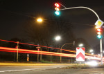 Ampelanlage mit Lichtspur