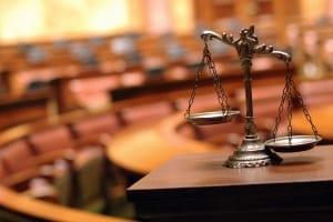 Vor einem Amtsgericht können Sie auch ohne Anwalt Schmerzensgeld einklagen.