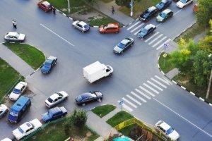 An einer Kreuzung abbiegen, ist stets eine Herausforderung.