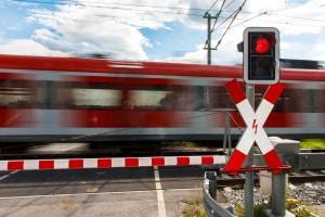 Das Andreaskreuz kann zusätzlich mit einem rotem Blinklicht versehen sein.