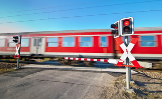 Andreaskreuz: Schild am Bahnübergang