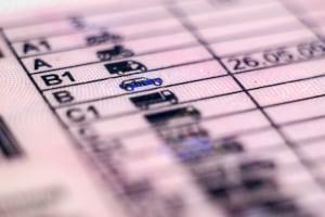 Anerkennung: Ein albanischer Führerschein wird nicht ohne Prüfung bei der Umschreibung anerkannt.