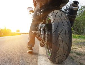Der Anhalteweg von einem Motorrad ist etwas länger als beim Pkw.