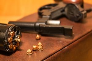 Anscheinswaffen dürfen in der Öffentlichkeit nicht mitgeführt werden.