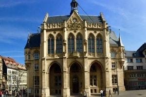 Bei Rot über die Ampel? Ein Anwalt für Verkehrsrecht in Erfurt kann Ihnen weiterhelfen.