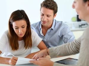 Anzahlung für den Autokauf: Im Formular für den Kaufvertrag sollte der Betrag vermerkt werden.