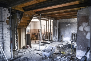 Wenn Sie Asbest selber entfernen, sind strenge Sicherheitsvorkehrungen nötig.