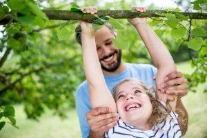 Im Park auf den Baum zu klettern kann ebenfalls untersagt werden.