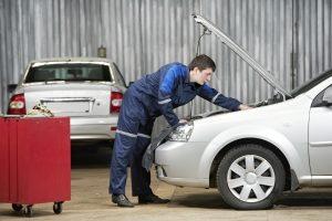 Die Aufbereitung vom Auto kann auch in einer Werkstatt vorgenommen werden.