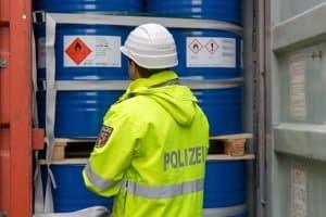 Zu den Aufgaben der Wasserschutzpolizei gehört es auch Umweltdelikte zu ahnden.