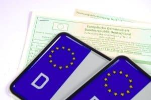 Auslandskennzeichen: Kennzeichen aus EU-Ländern weisen das Europa-Symbol auf - auch in Deutschland.
