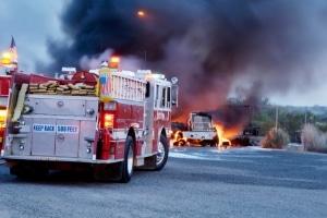 Wenn Ihr Auto brennt, sollten Sie umgehend die Feuerwehr verständigen.
