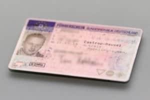 Ohne einen gültigen Führerschein ist es nicht möglich, ein Auto zu mieten und Barcelona zu besichtigen.