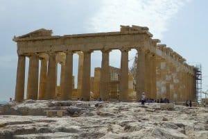 Auto mieten in Griechenland: Entdecken Sie auf eigene Faust die beeindruckenden Kulturdenkmäler.