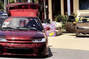Optische Highlights fürs Auto: Seitenaufkleber und Autoaufkleber für Motorhaube, Scheibe und Co. erfreuen sich großer Beliebtheit.
