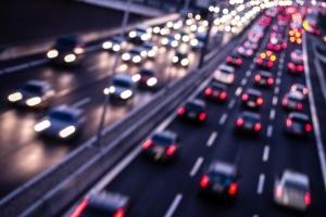 Die Autobahn ist in Frankreich meist mit einer Maut belegt.