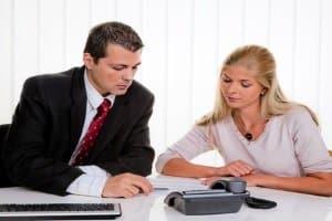 Wenn Sie auf der Autobahn geblitzt werden und Einspruch einlegen wollen, kann Ihnen ein Anwalt helfen.