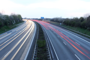 Auch auf der Autobahn gilt oftmals eine Geschwindigkeitsbegrenzung.