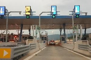 Auf der Autobahn ist in Griechenland eine Maut zu zahlen.