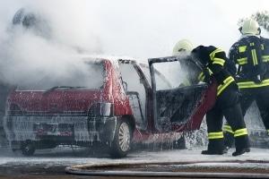 Nach einem Autobrand ist das Fahrzeug häufig nur noch Schrott.