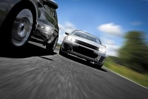 Beim Autofahren sorgt die Hitze unter Umständen für mehr Aggressivität.