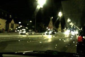 Das Autofahren wird im Herbst oft durch eine schlechte Sicht erschwert.