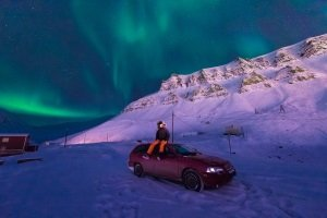 Autofahren in Island kann im Winter eine Herausforderung sein.