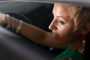 Autofenster mit Sonnenschutz: Im Sommer sorgen Rollos & Co dafür, dass Mitfahrer nicht geblendet werden.