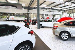 Beim Autokauf zu verhandeln, ist sowohl beim Händler als auch bei Privatpersonen möglich.