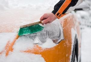 Ist das Autokennzeichen z.B. durch Schnee bedeckt, droht ein Bußgeld.