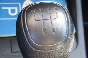 Auch mit dem Automatik-Führerschein können Sie künftig Wagen mit Schaltgetriebe fahren.