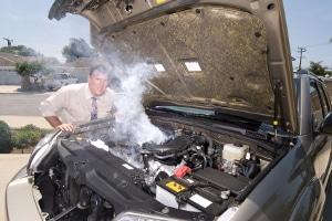 Eine Autopanne tritt meist unerwartet auf.